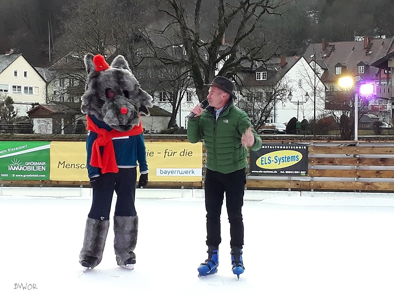 1. Bürgermeister Klaus Heilinglechner eröffnet die 1. Wolfratshauser Eiszeit