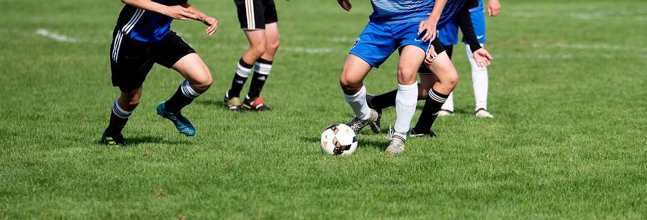 Bürgermeister Klaus Heilinglechner hat gute Nachrichten für die Fußballer in Wolfratshausen!
